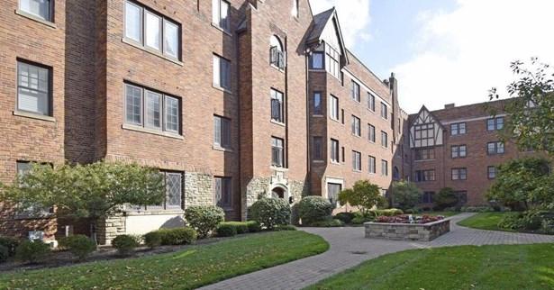 Condominium, Historical,Tudor - Cincinnati, OH (photo 2)