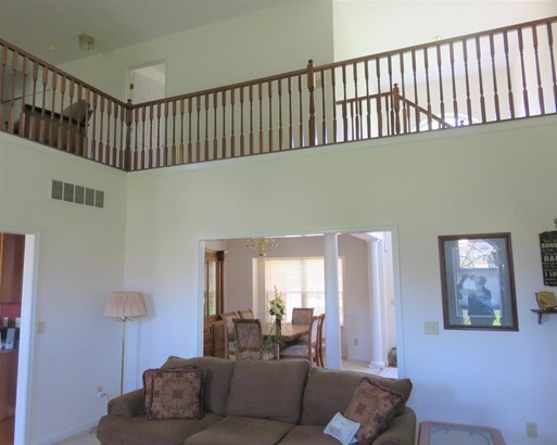 Transitional, Single Family Residence - Green Twp, OH (photo 4)