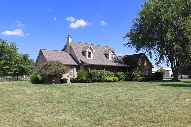 Single Family Residence, Transitional,Cape Cod - Wayne Twp, OH (photo 3)