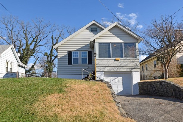 Single Family Residence, Craftsman/Bungalow - Deer Park, OH (photo 1)