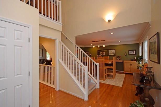 Single Family Residence, Traditional - Amberley, OH (photo 3)