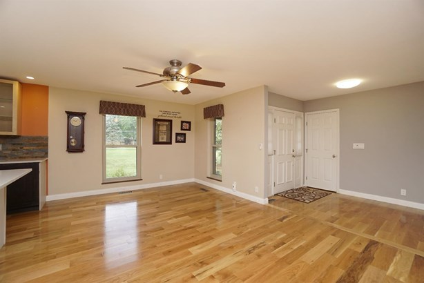 Single Family Residence, Ranch - Miami Twp, OH (photo 4)