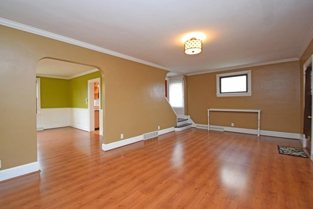 Single Family Residence, Traditional - Cheviot, OH (photo 5)
