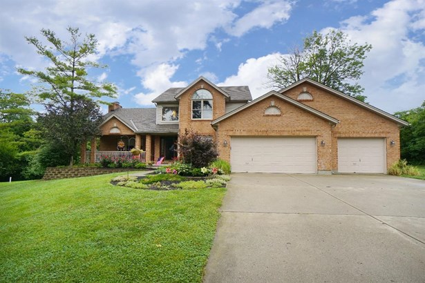 Transitional, Single Family Residence - Fairfield Twp, OH (photo 3)