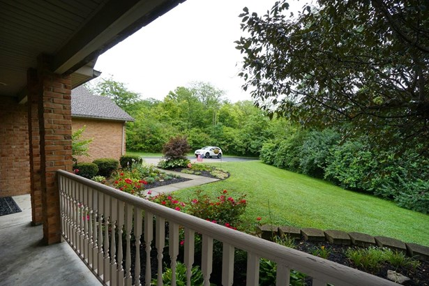 Transitional, Single Family Residence - Fairfield Twp, OH (photo 4)