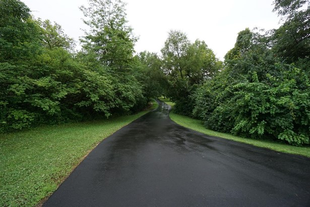 Transitional, Single Family Residence - Fairfield Twp, OH (photo 5)