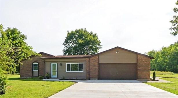 Single Family Residence, Ranch - Goshen Twp, OH