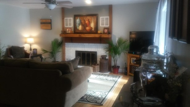 Transitional, Single Family Residence - Lawrenceburg, IN (photo 5)