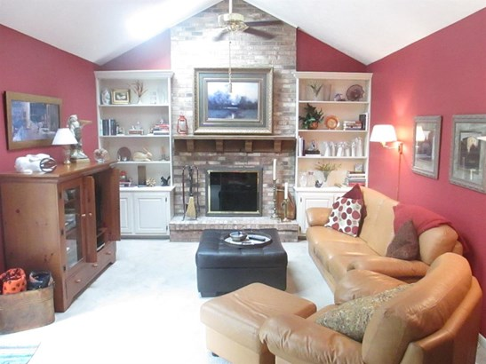 Single Family Residence, Traditional - Sharonville, OH (photo 2)