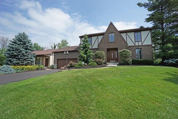 Single Family Residence, Colonial - Morgan Twp, OH