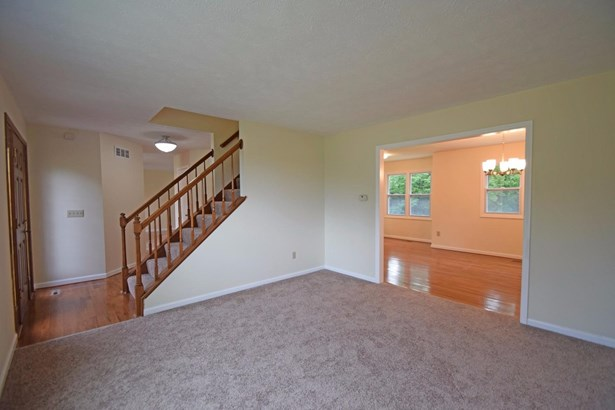 Single Family Residence, Traditional - Forest Park, OH (photo 3)