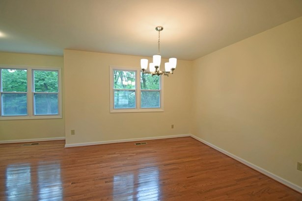 Single Family Residence, Traditional - Forest Park, OH (photo 4)