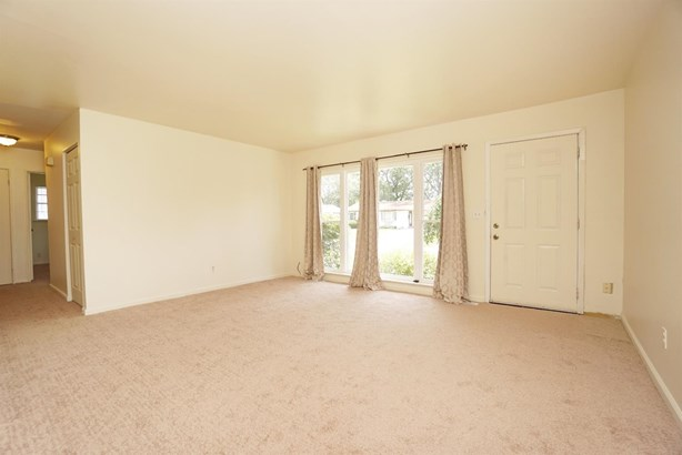 Single Family Residence, Ranch - Forest Park, OH (photo 3)