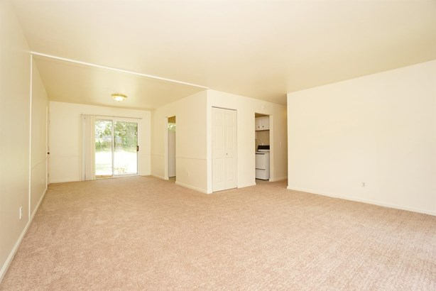 Single Family Residence, Ranch - Forest Park, OH (photo 5)
