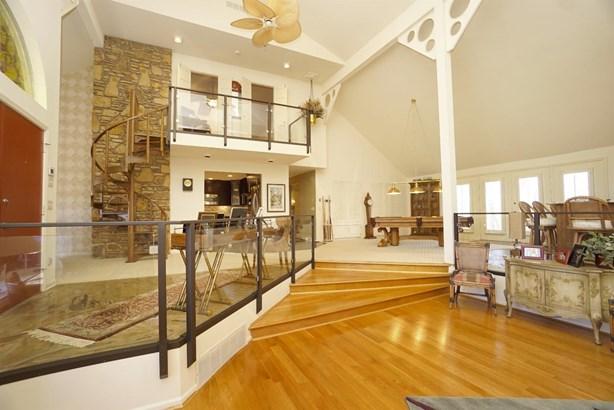 Single Family Residence, Contemporary/Modern - Hanover Twp, OH (photo 3)