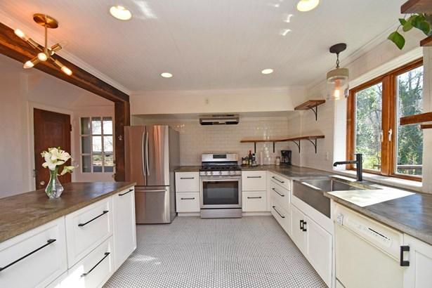 Single Family Residence, Cabin/Rustic,Tudor - Cincinnati, OH (photo 4)