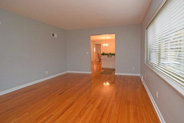 Single Family Residence, Contemporary/Modern - Cincinnati, OH (photo 5)