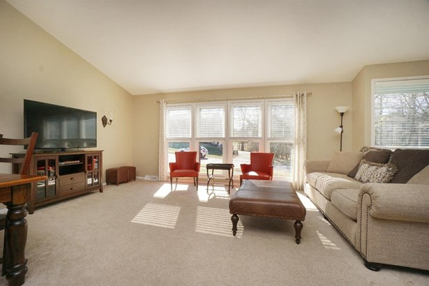 Single Family Residence, Contemporary/Modern - Green Twp, OH (photo 4)