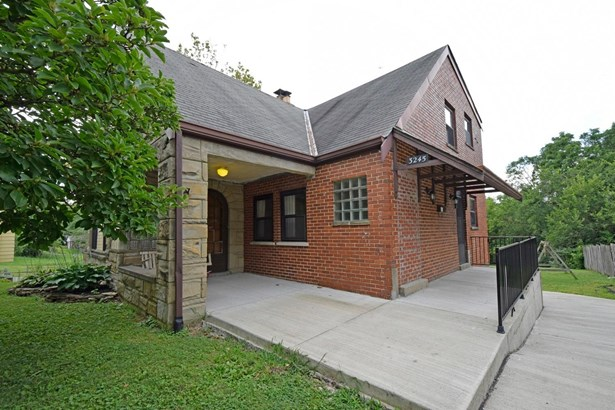 Single Family Residence, Traditional - Green Twp, OH (photo 2)