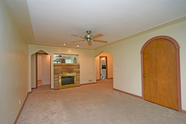 Single Family Residence, Traditional - Green Twp, OH (photo 3)