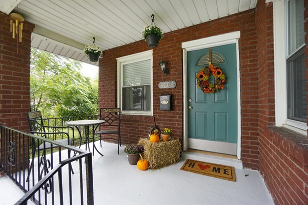 Single Family Residence, Traditional - Deer Park, OH (photo 3)