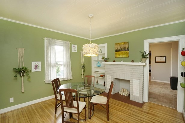 Single Family Residence, Traditional - Deer Park, OH (photo 5)