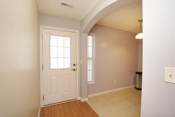 Transitional, Condominium - Harrison, OH (photo 3)