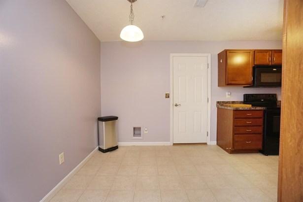 Transitional, Condominium - Harrison, OH (photo 4)