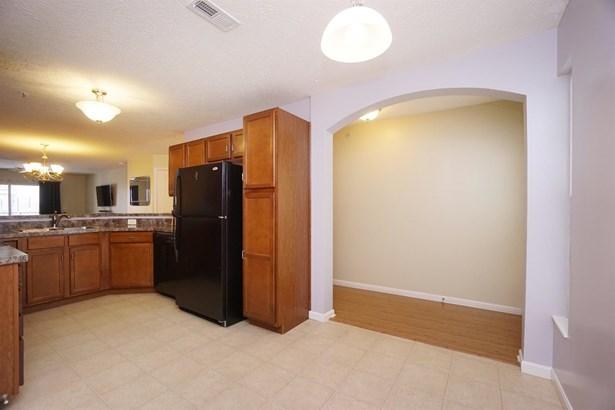 Transitional, Condominium - Harrison, OH (photo 5)