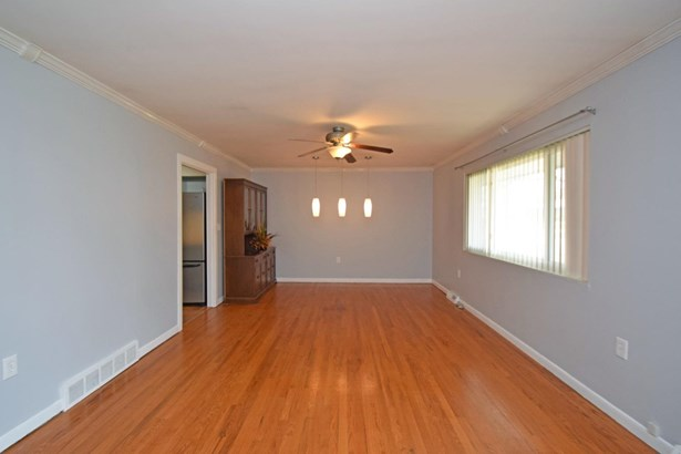 Single Family Residence, Ranch - Newtown, OH (photo 2)