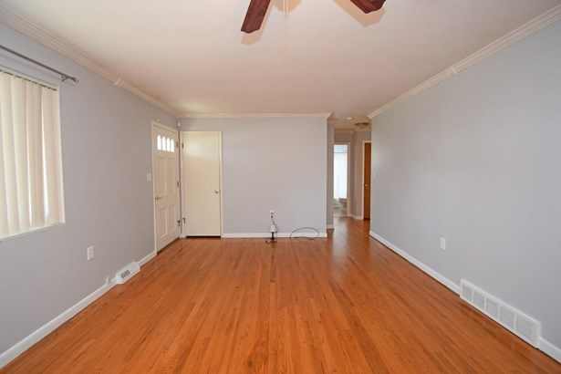 Single Family Residence, Ranch - Newtown, OH (photo 5)