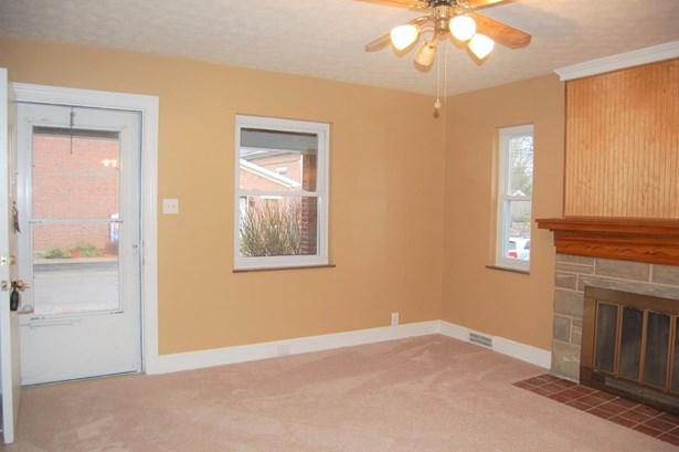 Cape Cod, Single Family Residence - Williamsburg, OH (photo 2)