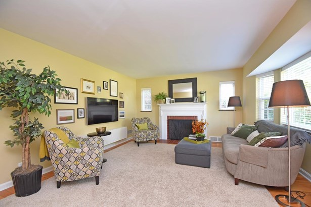 Cape Cod, Single Family Residence - Columbia Twp, OH (photo 2)