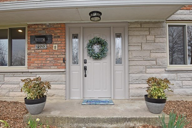 Single Family Residence, Traditional - Amberley, OH (photo 2)