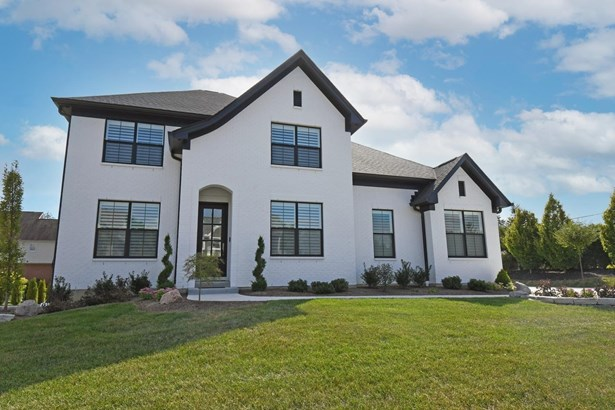 Transitional, Single Family Residence - Sycamore Twp, OH