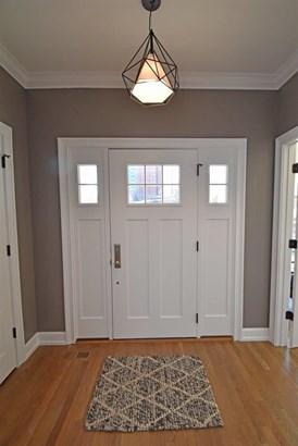 Transitional, Single Family Residence - Cincinnati, OH (photo 2)