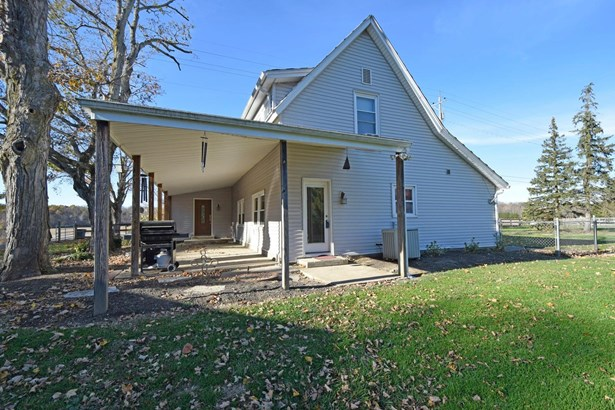 Single Family Residence, Traditional - Goshen Twp, OH (photo 2)