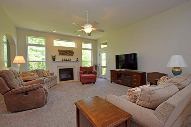 Condominium, Traditional - Fairfield Twp, OH (photo 3)