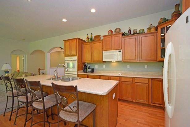 Condominium, Traditional - Fairfield Twp, OH (photo 4)
