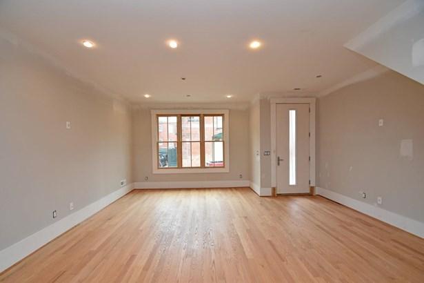 Single Family Residence, Contemporary/Modern,Transitional - Cincinnati, OH (photo 2)