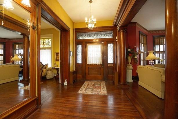 Single Family Residence, Historic,Colonial - Hamilton, OH (photo 4)