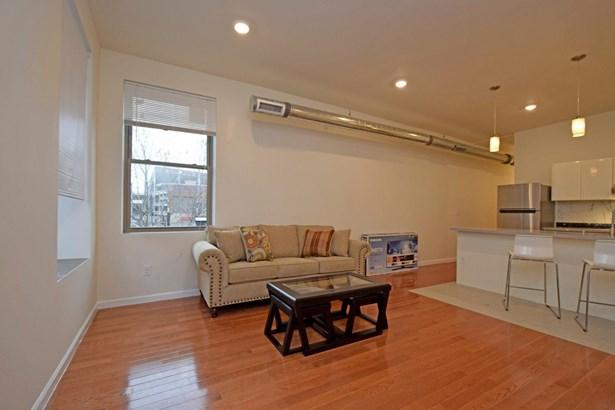 Transitional, Apartment - Cincinnati, OH (photo 2)