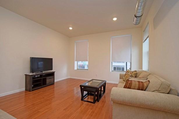 Transitional, Apartment - Cincinnati, OH (photo 3)