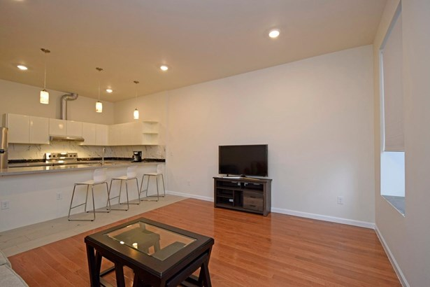 Transitional, Apartment - Cincinnati, OH (photo 4)