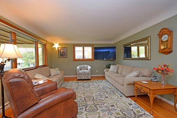 Cape Cod, Single Family Residence - Springfield Twp., OH (photo 3)