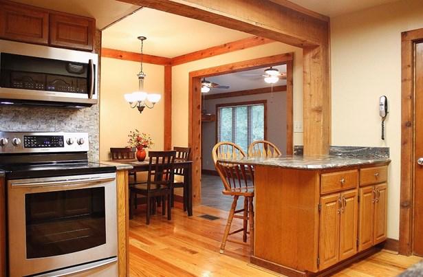 Transitional, Single Family Residence - Goshen Twp, OH (photo 5)