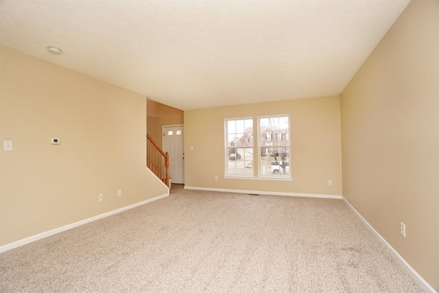 Single Family Residence, Colonial - Franklin Twp, OH (photo 2)