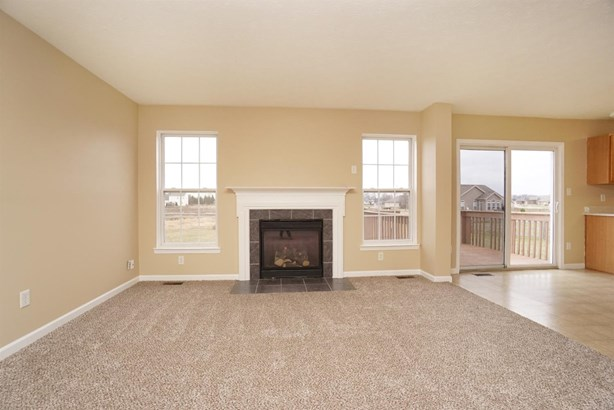 Single Family Residence, Colonial - Franklin Twp, OH (photo 4)