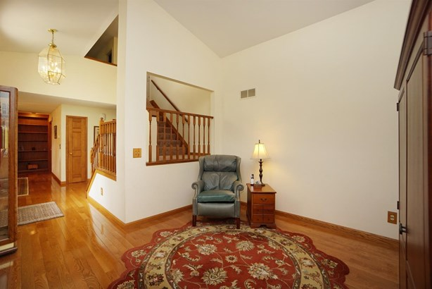 Single Family Residence, Traditional - Springfield Twp., OH (photo 4)