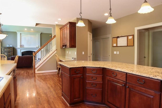 Single Family Residence, Traditional - Miami Twp, OH (photo 4)